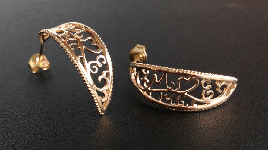 25_ujo_rocks_bespoke_18k_gold_earrings_with_initials_and_wedding_date_polished_thumbnail_wide