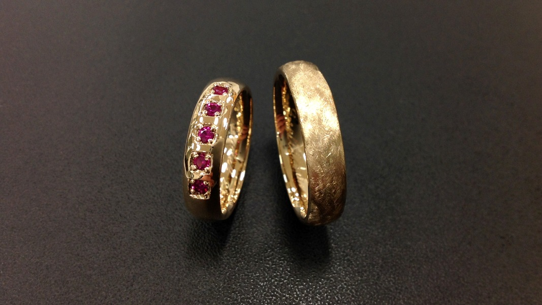 31_ujo_rocks_bespoke_18k_gold_wedding_rings_with_synthetic_rubies_polished_and_brushed_finish