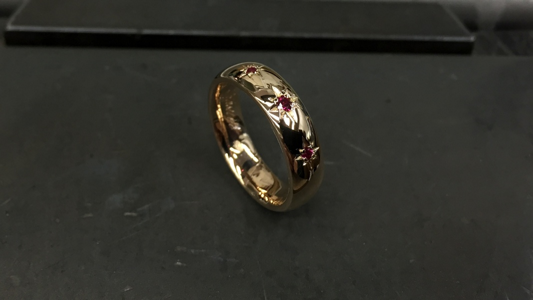 39_ujo_rocks_bespoke_14k_gold_wedding_ring_with_synthetic_rubies_star_setting_polished