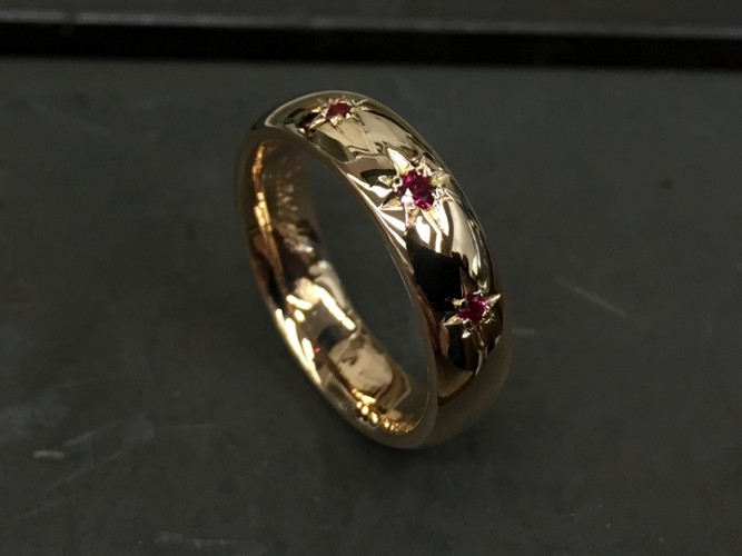 39_ujo_rocks_bespoke_14k_gold_wedding_ring_with_synthetic_rubies_star_setting_polished_thumbnail