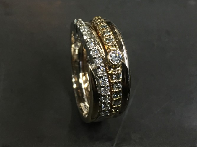 43_ujo_rocks_bespoke_18k_white_and_yellow_gold_diamond_ring_polished_thumbnail