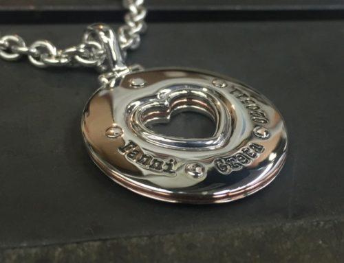 Two-tone pendant
