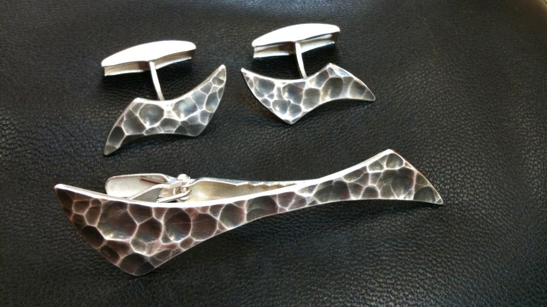 01_ujo_rocks_handmade_sterling_silver_tie_clip_cufflink_set_hammered_finish