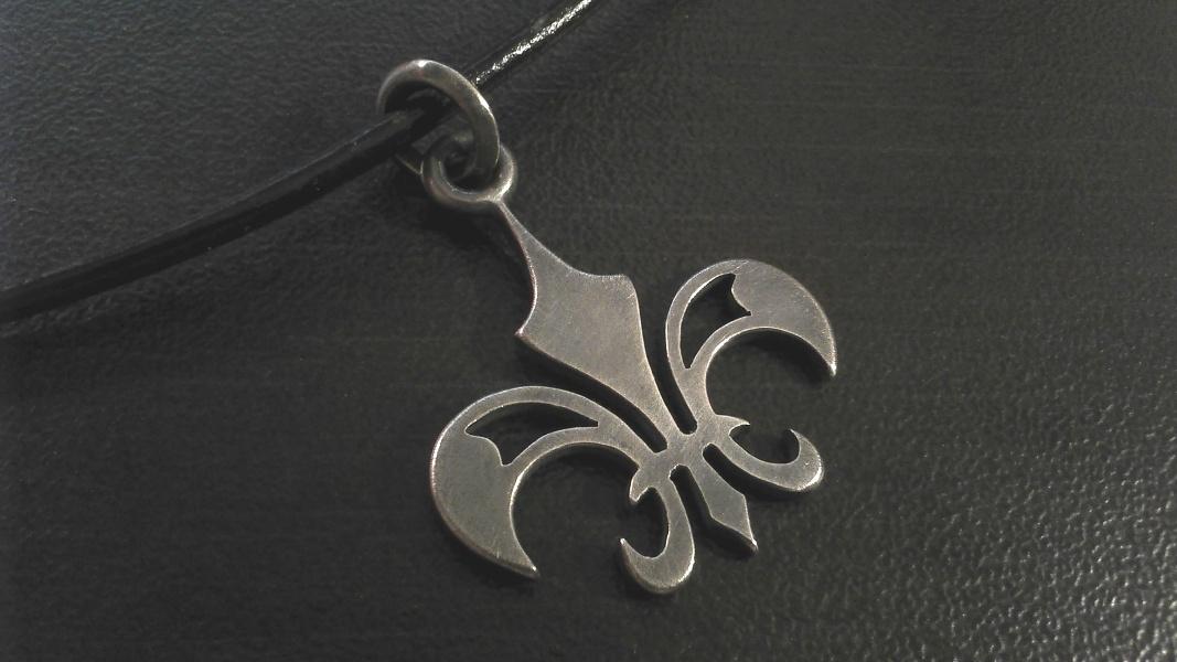 02_ujo_rocks_handmade_sterling_silver_fleur_de_lis_pendant_oxidized