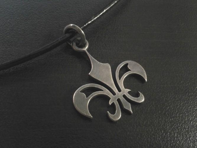 02_ujo_rocks_handmade_sterling_silver_fleur_de_lis_pendant_oxidized_thumbnail
