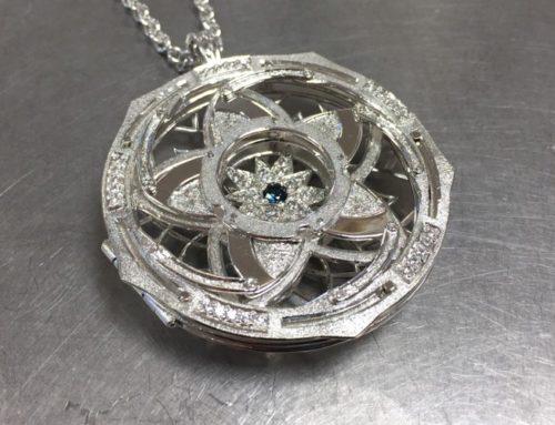 Iris pendant